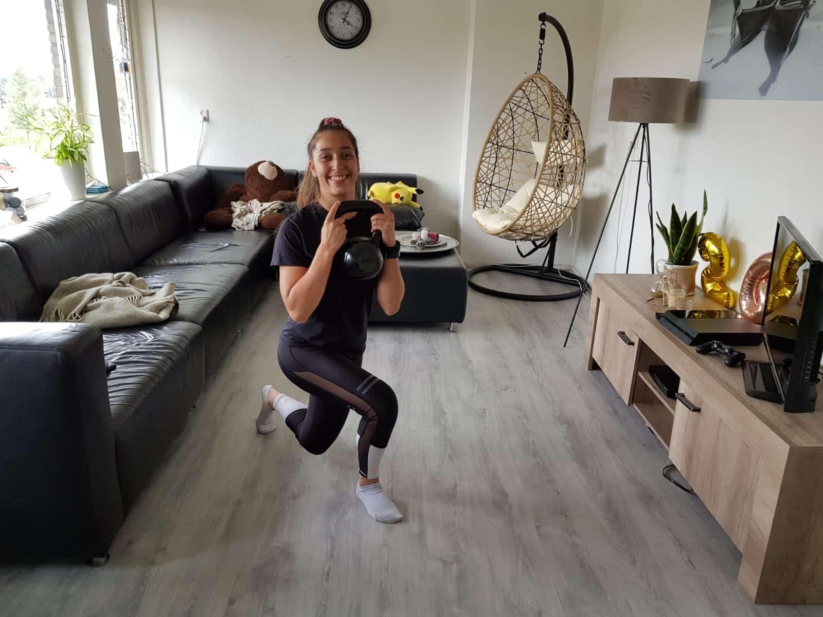 Wonderlijk Oefeningen die je als vrouw thuis kunt doen met gewichten? Vindt NE-92