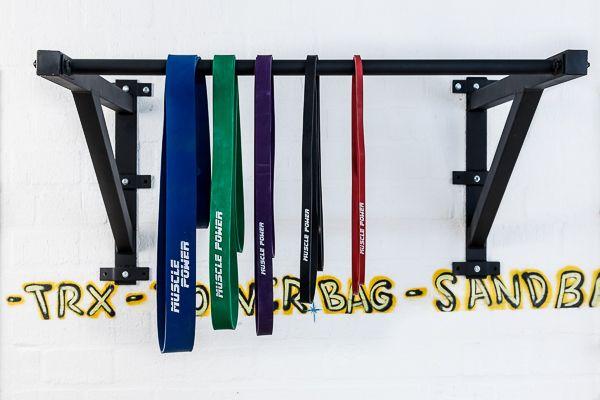pull-up-rek-muscle-power-met-elastieken